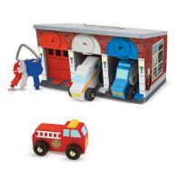 Гараж со спасательными машинами Melissa&Doug 4607 (3 машинки - пожарная, полицейская и скорая помощь)